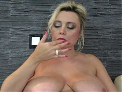 Mature sex bomb MILF mother with sexy body